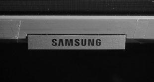 Samsung 49RU8002